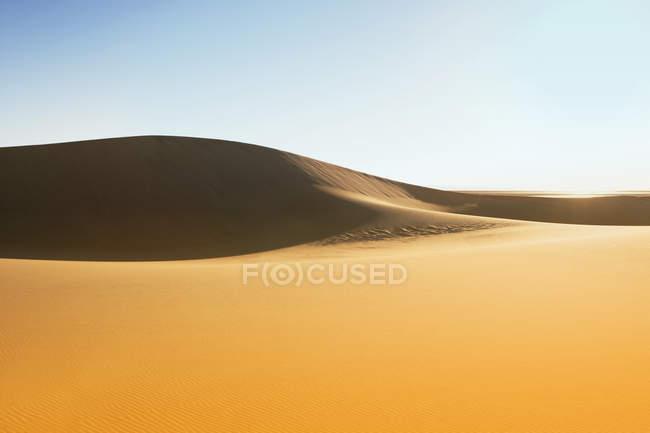 Vue panoramique sur les dunes de sable dans le désert, Sossusvlei, Namibie — Photo de stock