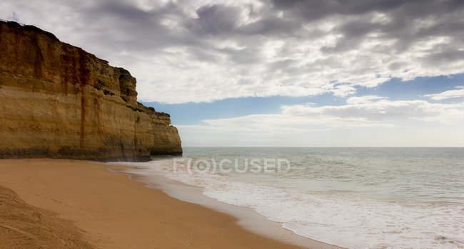 Cliff and empty beach, Lagos, Faro, Portugal — Stock Photo