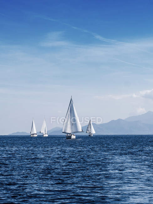 Scenic view of yacht race, Thassos, Greece - foto de stock