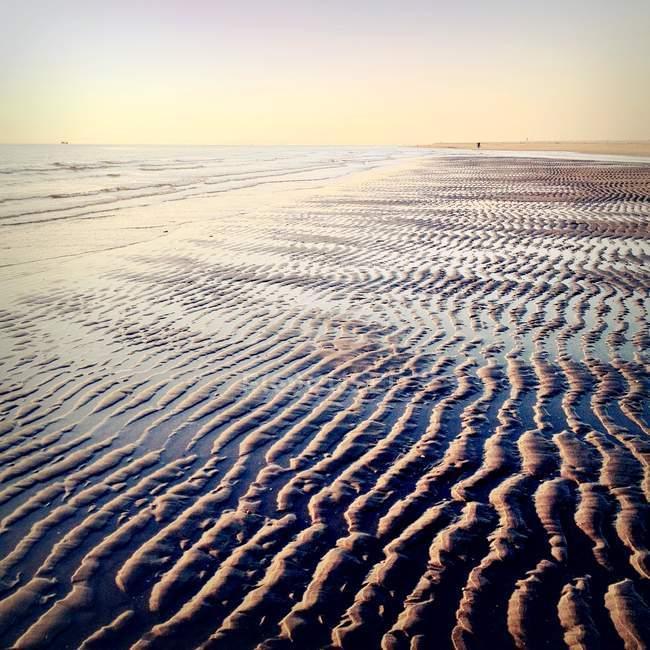 Vue panoramique sur le paysage marin et le sable sur la plage — Photo de stock