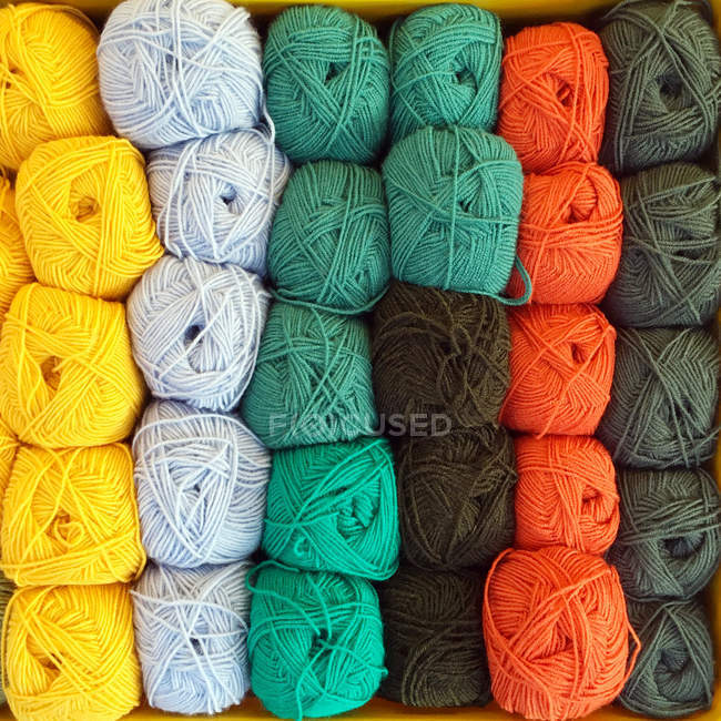 Overhead view of colorful balls of wool — Stockfoto