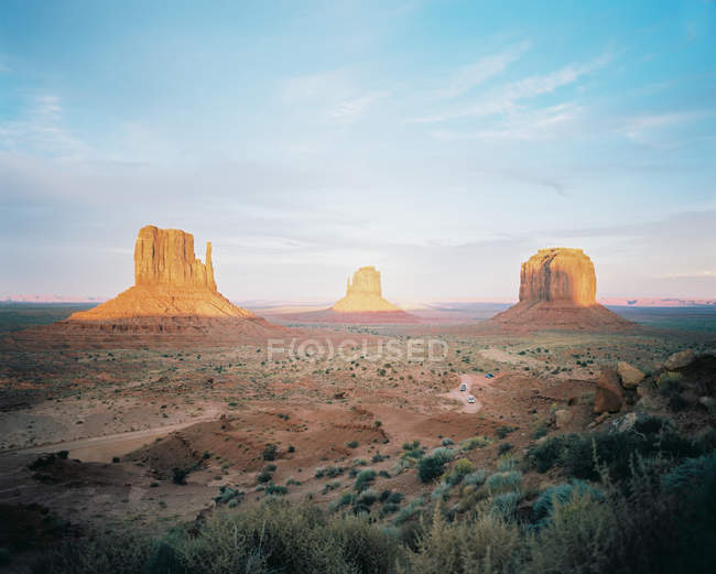 Мальовничий вид на красиві Долина монументів, штат Арізона, Юта кордону, Америка, США — стокове фото