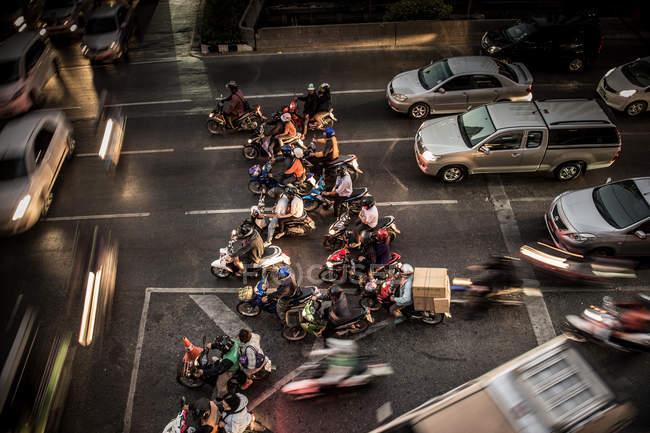 Bangkok, Thailand - October 1, 2013 : High angle view of traffic jam during nighttime, Thailand, Bangkok — Stock Photo