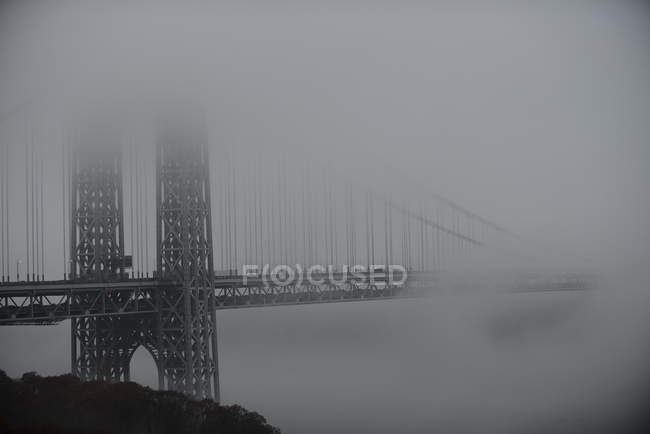 Ponte em névoa, EUA, Estado de Nova Iorque, Nova Iorque — Fotografia de Stock