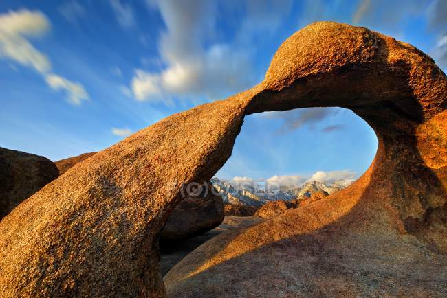 Scenic view of Rowell Arch, Alabama Hills National Recreation Area, California, USA — Stock Photo