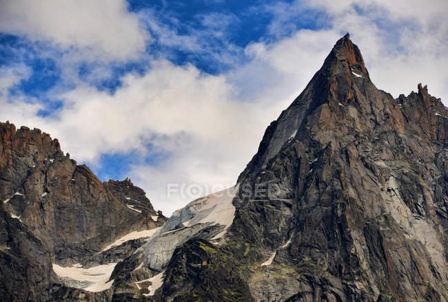 Живописный вид на горные вершины, Гриндельвальд, Берн, Швейцария — стоковое фото