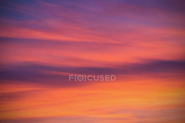 Scenic view of dramatic pink sky background — Stock Photo