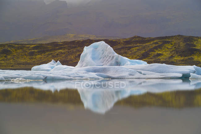 Iceberg in a calm lake with beautiful view, Iceland — Stock Photo