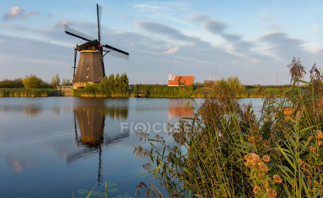 Scenic view of Windmill at sunset, Kinderdijk, Netherlands — Stock Photo