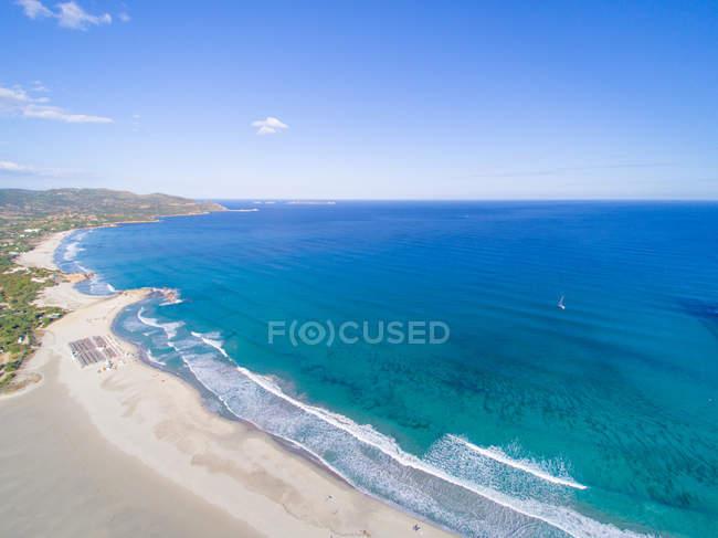 Живописный вид на пляж Порто giunco, Сардиния, Италия — стоковое фото
