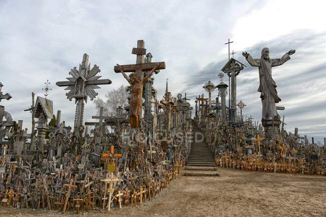 Scenic view of creepy Hill Of Crosses, Lithuania — Stockfoto