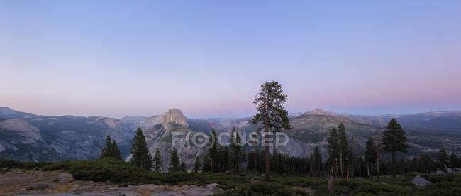 Vue panoramique du Glacier Point au lever du soleil, Yosemite Valley, Californie, Usa — Photo de stock