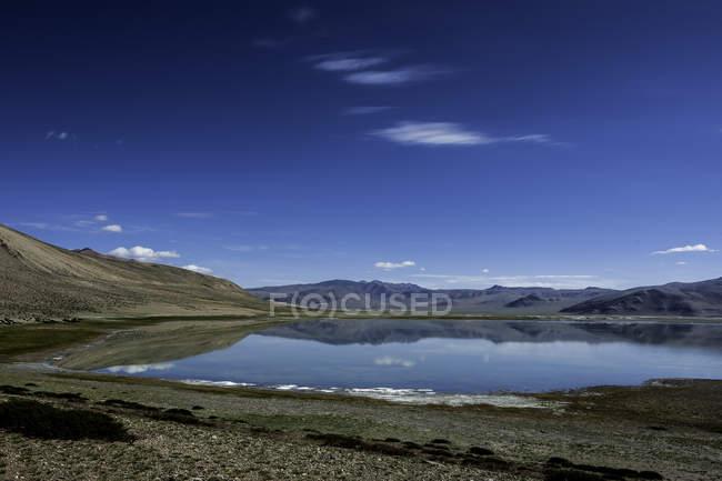 Vista panorámica del lago salado de Tsokar, Jammu y Cachemira, India - foto de stock