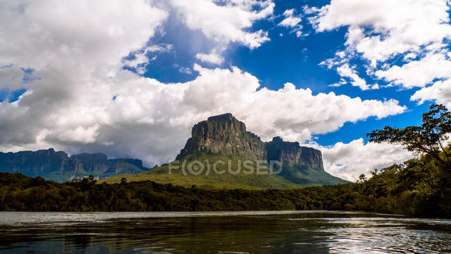 Vue panoramique de la célèbre belle rivière Carrao, parc national de Canaima, Venezuela — Photo de stock