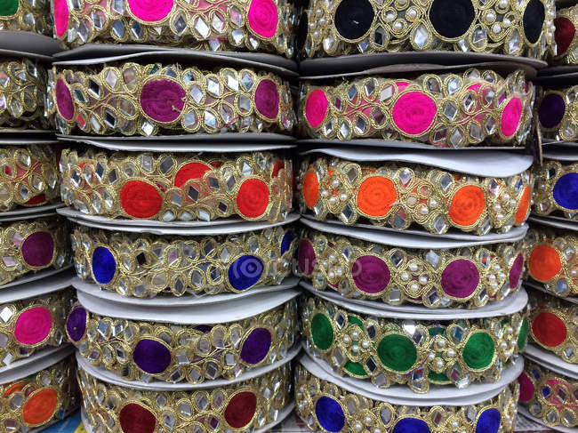 Closeup image of bangles stacks in market — Stockfoto