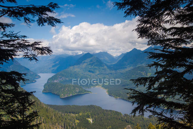 Scenic view of Coquitlam Lake and mountains, Vancouver, British Columbia, Canada — Stock Photo