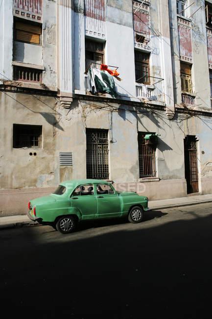Cuba, Havana, Old car parked on street — Stock Photo