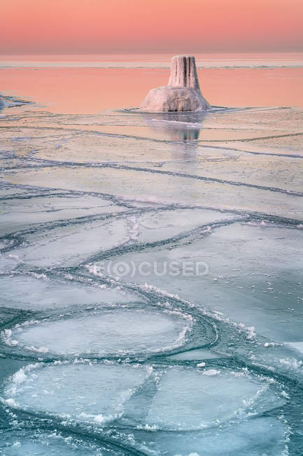 Wintery sunset at Lake Michigan, Chicago, Cook County, Illinois, USA — Stock Photo