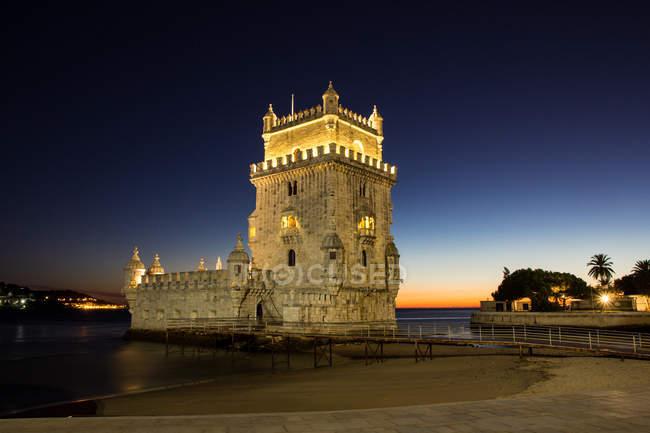 Vista panorâmica de Portugal, Lisboa, da Torre de Belém ao entardecer — Fotografia de Stock