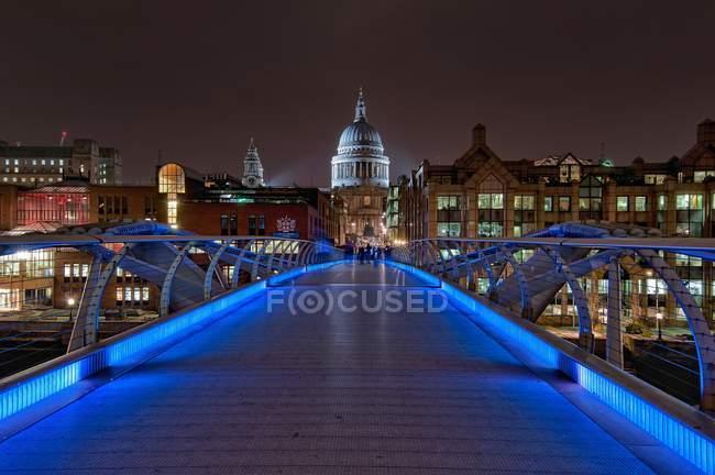 Vue panoramique sur Millennium Bridge, Londres, Royaume-Uni — Photo de stock