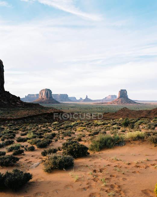 Vista panorámica del hermoso valle del monumento, frontera Arizona Utah, América, Estados Unidos - foto de stock