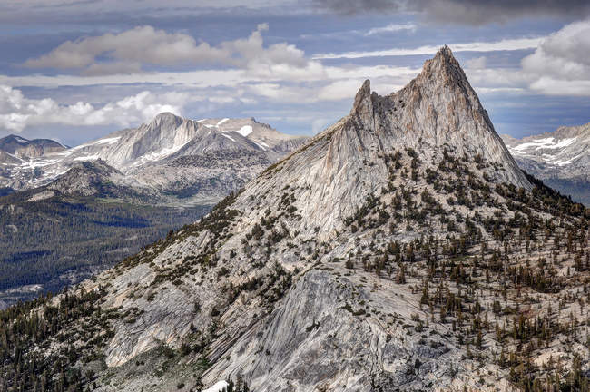 Kathedrale Gipfel und Mount Conness, Yosemite-Tal, Kalifornien, Amerika, USA — Stockfoto