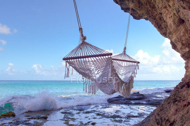 Scenic View Of Empty Hammock On The Beach — Stockfoto