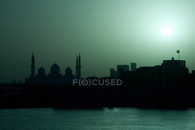 Живописный вид шейха Заида мечеть, Объединенные Арабские Эмираты, Абу Dhab, Al Hosn — стоковое фото