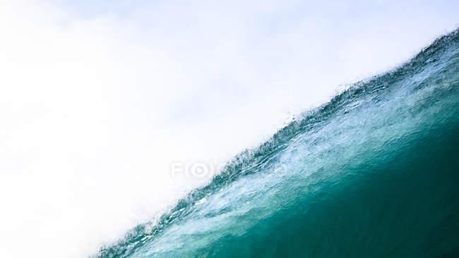 Мальовничий вид на гарний синя хвиля — стокове фото