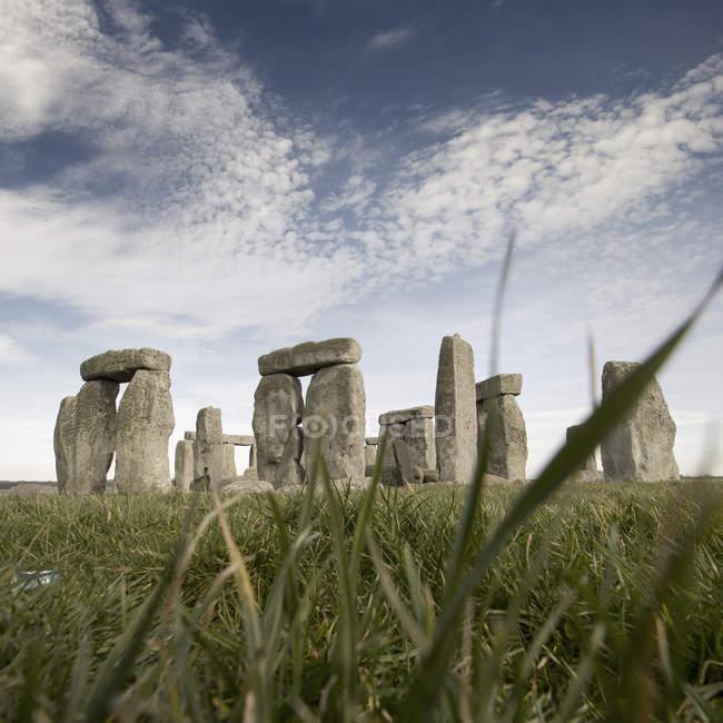 Vista de baixo ângulo de Stonehenge, Wiltshire, Reino Unido — Fotografia de Stock