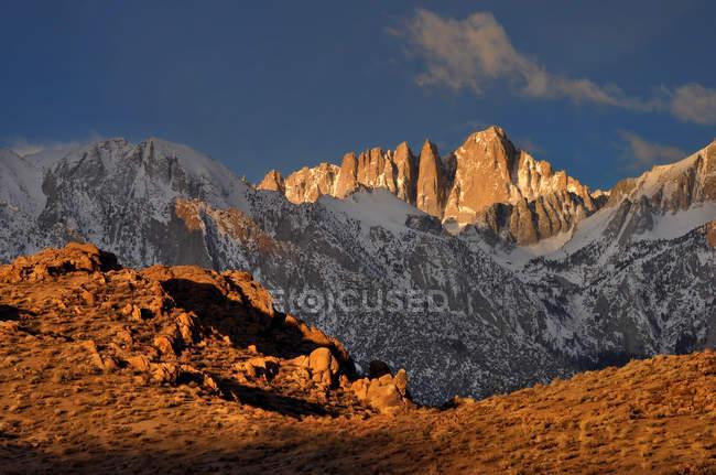 Majestic view of Mount Whitney and Alabama Hills, Eastern Sierra Nevada, California, USA — Stock Photo