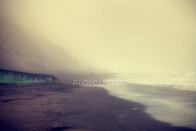 Tramonto nebbioso a Ocean Beach, San Francisco, California, USA — Foto stock