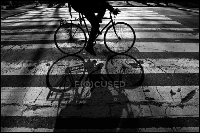 Close-up of cycling person silhouette, USA, New York City — Stock Photo