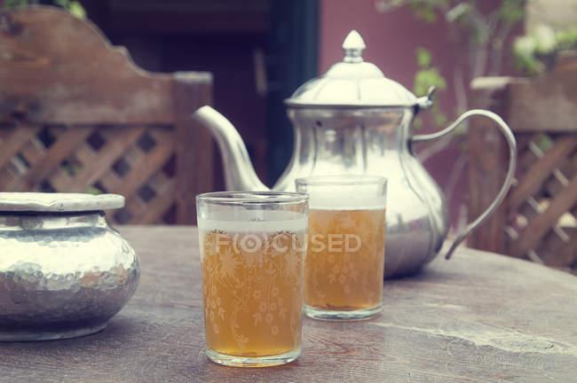 Closeup of tea time in the garden — Stockfoto