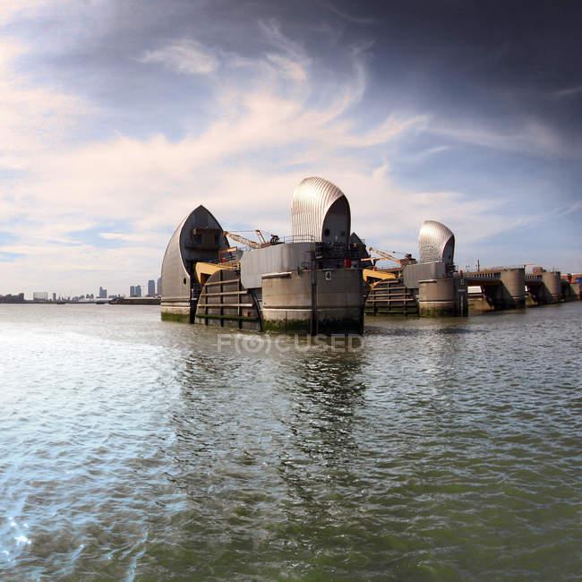 Vue panoramique sur la barrière de la Tamise, London, Uk — Photo de stock