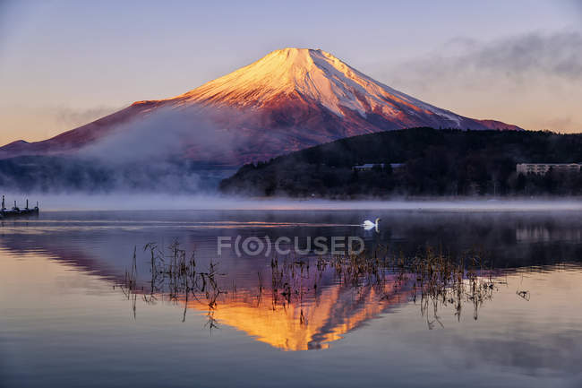 Scenic view of Mt.Fuji reflecting in Yamanaka lake, Japan — Stock Photo