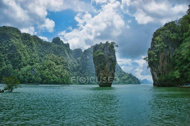 Мальовничим видом з острова Пхукет, Phangnaga-Бей, Phi Phi Don — стокове фото