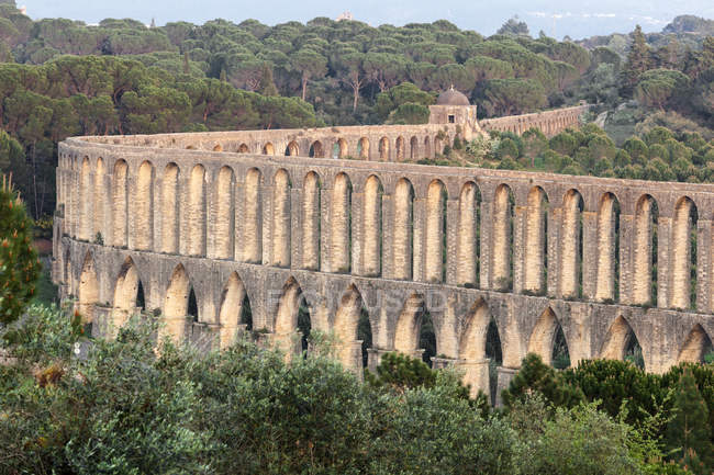 Scenic view of famous Pegoes Aqueduct , Tomar, Portugal — Stock Photo