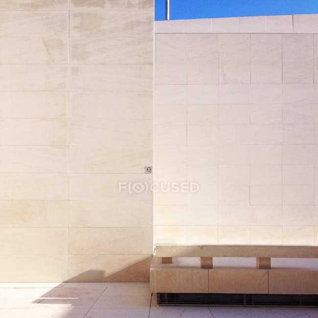 Gekachelte Wand des Gebäudes mit textfreiraum — Stockfoto