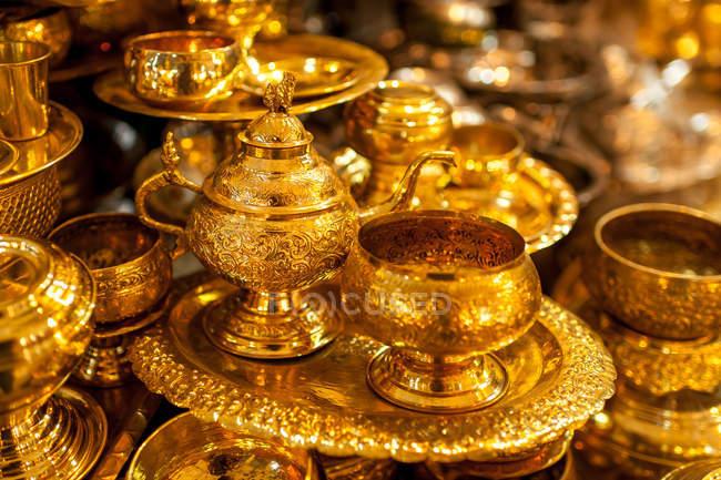 Крупным планом зрения, золото товары Посуда — стоковое фото