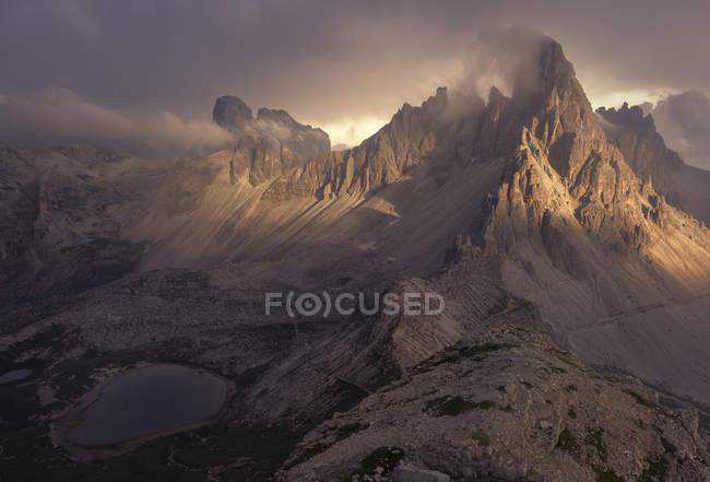 Majestätischer Blick auf Sturm über Dolomiten, Südtirol, Italien — Stockfoto