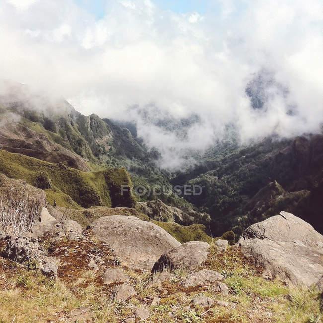 Portugal, Madeira, Funchal, vistas cénicas da Achada Do Teixeira sobre as nuvens — Fotografia de Stock