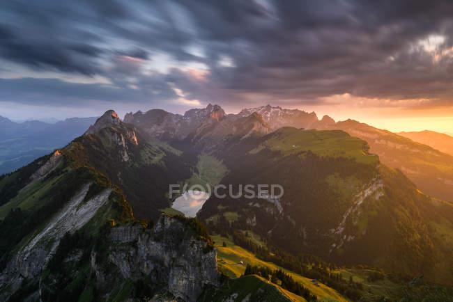 Vue panoramique sur les majestueuses montagnes d'Alpstein, Suisse — Photo de stock