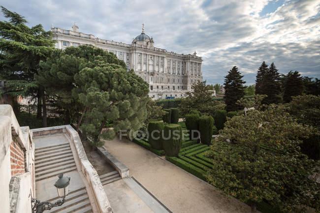 Palazzo reale e giardini, Madrid, Spagna — Foto stock