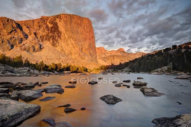 Hooker de Monte y lago tumba, Wyoming, Estados Unidos, Estados Unidos - foto de stock