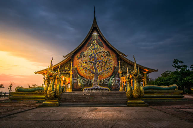 Sirindhorn wararam phu prao tempel, ubon ratchathani, thailand — Stockfoto