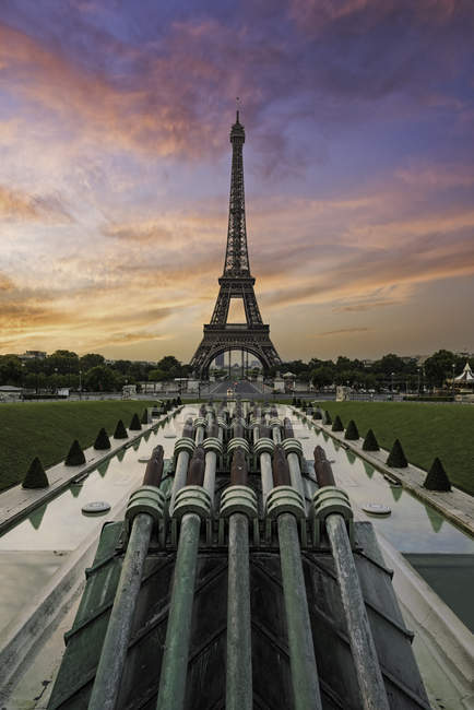 Scenic view of Eiffel Tower at sunset, Paris, France — Stock Photo