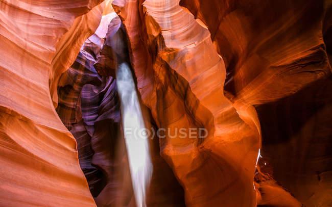 Vista panorâmica do raio de sol em Antelope Canyon, Página, Arizona, EUA — Fotografia de Stock