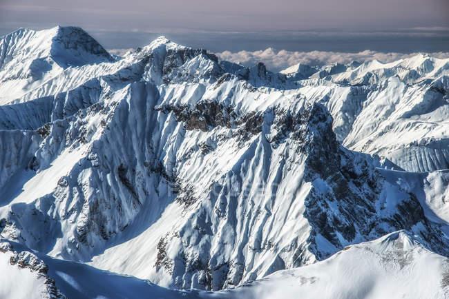 Vista panoramica delle cime innevate, Svizzera — Foto stock