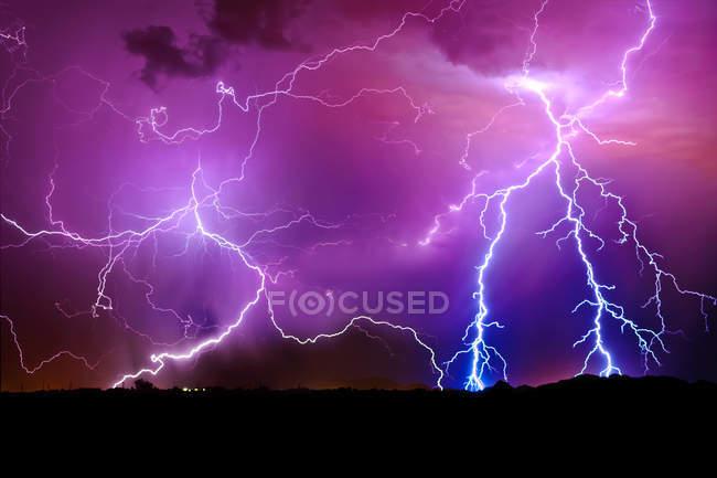 Vue panoramique de la tempête de foudre, Arlington, Arizona, Amérique, USA — Photo de stock